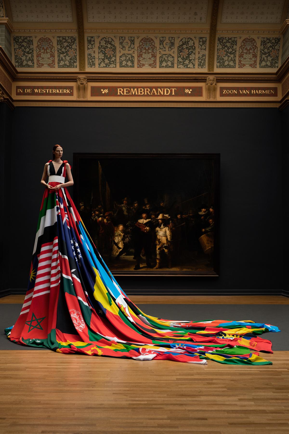 Rainbow-dress-Pieter-Henket-ONLINE